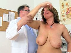 BBW mommy Bohunka with huge natural juicy jugs gets her pussy lips stretched by perverted doc