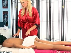 Summer Brielle gives a full body massage to a gorgeous brunette, Layla. She focuses on her pussy and gets the same treatment from her.