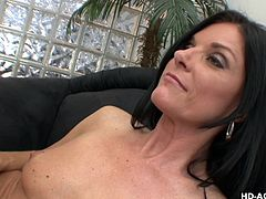 Sexy dark haired milf India Summer has her pussy eaten out by the much younger Chastity Lynn. The blonde babe does a really good job of eating pussy and then the two get on the floo