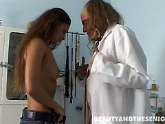 Gosh, this slender long legged and tanned brunette is surely a brave one, cuz kinky bitch is ready to suck the dick of ugly old man. Fat dude enjoys the way amazing titless girlie gives a blowjob and licks his balls right in the hospital.