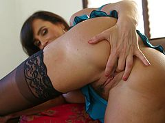 After stroking a huge dick in her sexy mouth, Lisa Ann enjoys swallowing