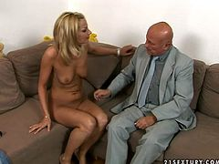 Slutty blonde knows how to get a man's attention. She spreads her legs wide to let horny taxi driver get a taste of her succulent snatch. Check out this hot sex video now and get ready to cum!