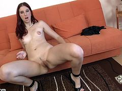 Press play on this wonderful solo scene and be amazed by this redhead's sexy body and her beauty. Watch her have a great time playing with her pink pussy.