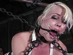 Sexy girl gets tied up. Then she also gets her tits clothespinned. She really enjoys it. Later on she also gets her pussy toyed deep.