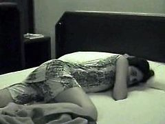 Indian Sex Lounge xxx clip provides you with a kinky amateur Indian brunette. This booty chick spins on the bunk bed and kisses her BF passionately with the hope to be fucked hard tonight.