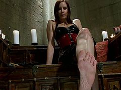 Solo Hot Video of Kinky Maitresse Madeline's Sexy Feet