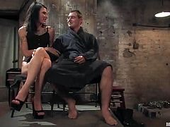 This guy has the only job of giving Simone Kross pleasure. And the ways he has to do so are diverse, as this slut gets pleasure in kinky ways.