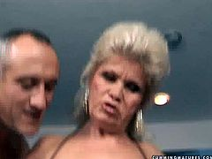 Slutty mature woman rides the sybian machine like mad