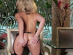 Torrid blondie Sarah Peachez fingers her juicy pussy fervently