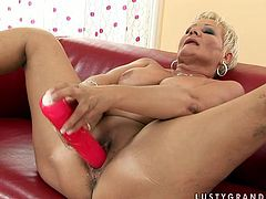 Short-haired mature slut drills her snatch with dildo in front of this girl because she knows that kind of thing turns her on. Then they make each other cum with their playful tongues.