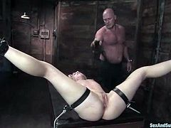 This blond siren is so fucking amazing! She gets tied up and bondaged. Then he twitches her skin and distracts her attention on pain with a cock in her tight pussy!