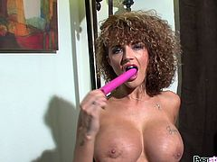 Slutty Joslyn James deep drills her wet cunt in staggering solo masturbation show