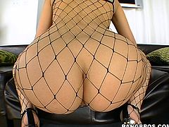 This brown-haired honey looks too good to be true. Her huge delicious butt looks perfect from every angle. Today she will show you how she teases her thick pussy to orgasm.