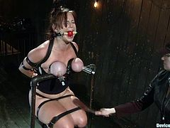 Big-breasted milf Bella Rossi is having fun in a basement. She gets her tits bound around and then undergoes some torments and gets an orgasm.
