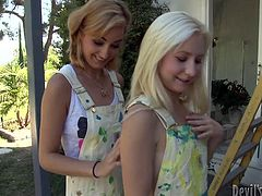 Be pleased with two palatable blonde babes who likes it hotter outdoor. They please each other and kiss passionately. Later they sucks and licks nipples. Enjoy them for free.