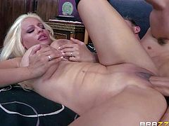 Big breasted step-mom Holly Brooks takes it in the ass