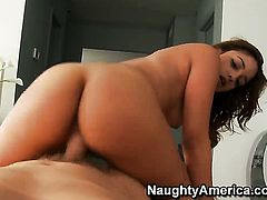 Mark Wood pops out his meat stick to fuck Melanie Rios