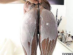 Tori Taylor blows guys meat pole hungrily