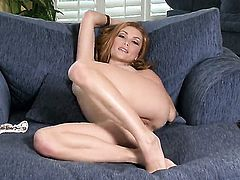 Heather Vandeven is in the mood for pussy fingering