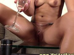 This cute brunette brings something new in her masturbation time. She pees and drinks her pee during her uro fun.