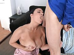 Chris Johnson gets seduced by Vanilla DeVille with juicy butt and then bangs her wet spot