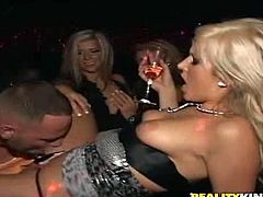 Insatiable blonde bitch Jade Summers and other girls get drunk and have fun with some dude. The skanks show their cock-sucking skills to the man and then Jade welcomes his schlong in her pink cave.