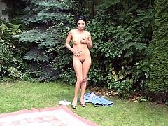 What a beautiful babe Svetlana is! Damn! She gets naked in the park and starts fingering her wet beaver! Honey is so sexy!