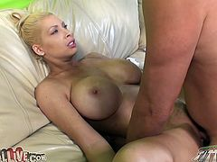 Candy Manson ges her pussy fingered, licked and fucked
