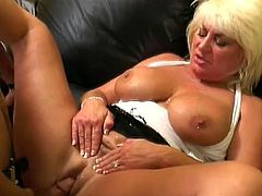 This busty and gorgeous mature lady Dana Hayes knows what men love and she is going to give it to this muscled dude! Honey is such a nymph!
