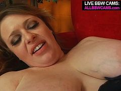 Naughty MILF agrees to make porn film with the guy she met just recently. The guy suckles her nipples and eats her pussy with relish.