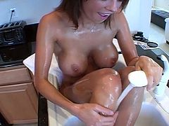 Amazing looking babe really knows how to tease men. Enjoy watching her tub cream all over her skin and show off every part of her body.