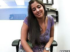 Inexperienced minx Persia Blue gives mouth job like no other and hard dicked guy knows it