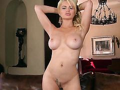 Alexis Ford plays with herself to orgasm in solo action