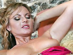 Sandra Sanchez loses control in lesbian frenzy with Silvia Saint