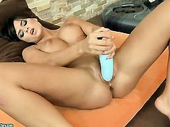 Sasha Cane fills the hole between her legs with dildo
