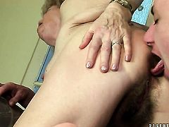 Effie with huge knockers finds herself blowing mans hard schlong