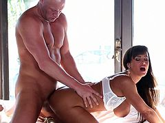 Superb brunette milf Lisa Ann shakes those huge boobs while having her pussy ravaged