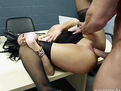 With her amazingly big sizedboobies she could be every male's dream to fuck withall day and night.Watch this hottie sucking a cock in her friend's office in Naughty America sex clips.