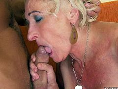 Incredibly spoiled granny gets her muff fucked in sideways position