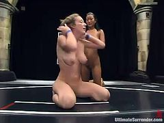 Asian and White chicks make hot catfight show. Then Jade gets her pussy drilled with a strap-on and a dildo.