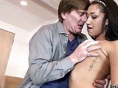 Well-experienced bombshell Vicki Chase gets a fuck with hot guy