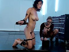 The brunette chick Raven Rockette will get electrical torture from Aiden Starr in this lesbian bondage femdom video.