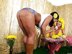 Ava Devine gets her vagina stretched by lesbian Julie Night