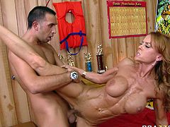 You are right here to enjoy watching gorgeous bodybuilder chick Janet Mason. She is hot tempered slut who is ready to ride shaft all night long.