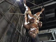 Kinky Jada Fire gets undressed and tied up by a man. Then she also gets oiled up and toyed with a vibrator. In addition she also gets her tits clothespinned.