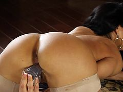 Voluptuous brunette Brianna Jordan amazes with her superb and staggering solo show