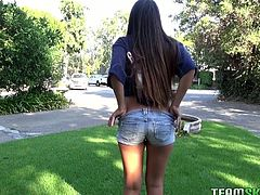 Provocative brunette chick lifts her T-shirt up to expose tasty looking big tits spiced up with pierced nipples. It's a time for a really exciting Team Skeet sex tube video.