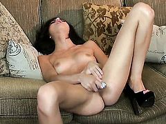 Zoey Kush gets the pleasure from pussy dildoing like never before