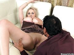 Tommy Gunn seduces Katie Kox into fucking