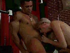 This blondie likes having her pussy stuffed with cock. She takes it from behind. Then she pleases her horny fitness trainer with a blowjob.